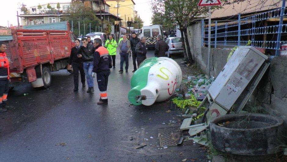 Ataşehir'de kaza Bir Aileyi Yok Etti .Vatandaş Önceden Hız Kesici istemiş.