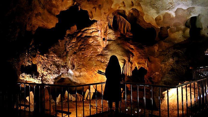 Tesadüfen bulunan mağarada etkileyici atmosfer