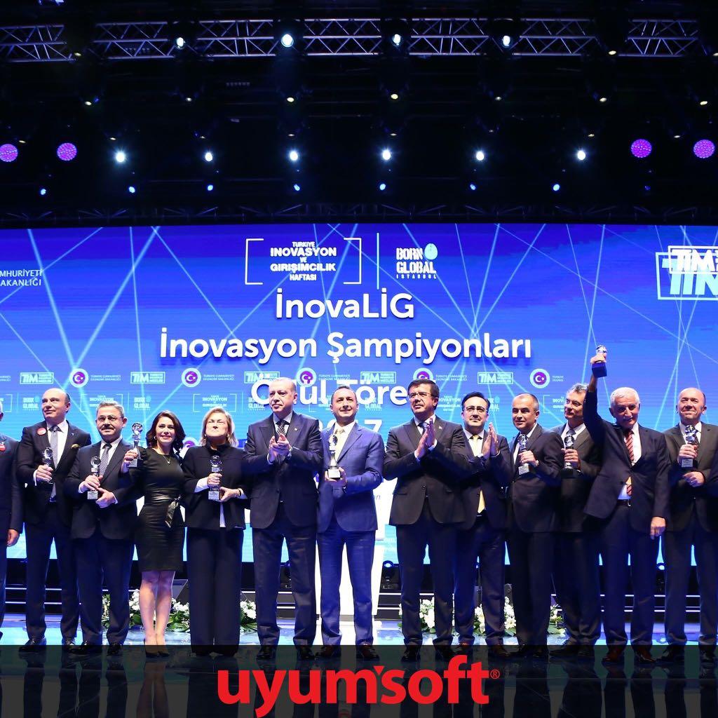 UYUMSOFT, Cumhurbaşkanı Recep Tayyip ERDOĞAN'dan İnovaLİG 2017 Ödülünü Aldı .