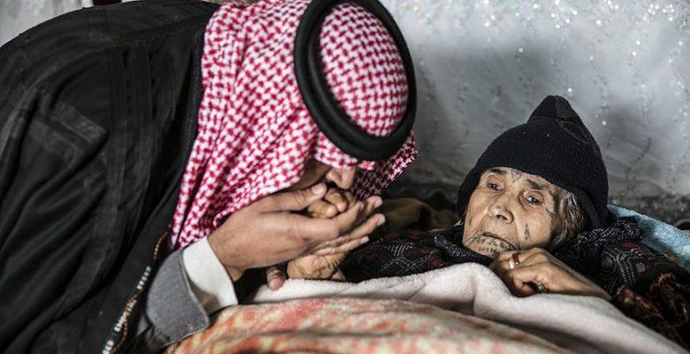 PYD/PKK'lı teröristlerin yaraladığı annesini 6 saat sırtında taşıdı