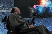 Stephen Hawking hayatını kaybetti