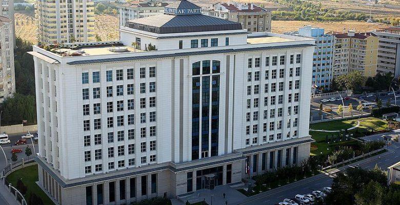 AK Parti eski milletvekillerini unutmadı