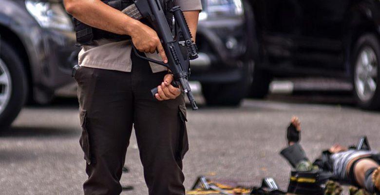 Endonezya'da polis merkezine bıçaklı saldırı