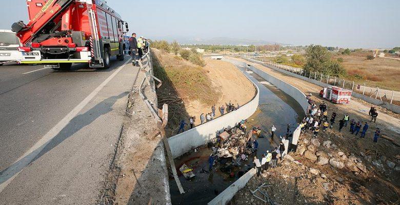 İzmir'de 23 kişinin öldüğü kazaya ilişkin 11 tutuklama.