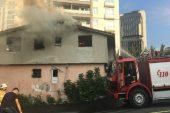 Ataşehir'de tinercinin yaktığı iddia edilen binada yangın çıktı.