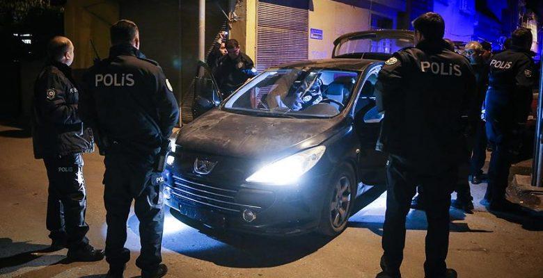 'Dur' ihtarına uymayan sürücünün aracından 100 şişe içki çıktı.
