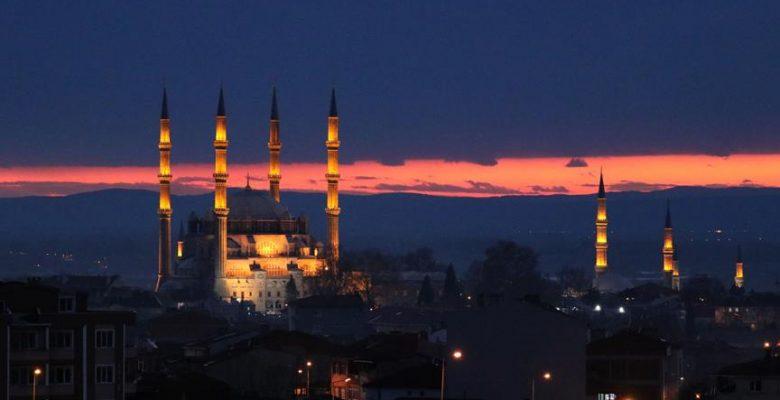Edirne'de kırmızının onlarca tonuyla batan güneş hayran bıraktı.