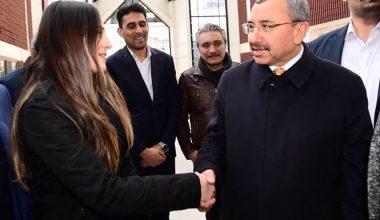 Ak Parti Ataşehir Belediye Başkan Adayı İsmail Erdemden Bir Genç Bayana Jest ..