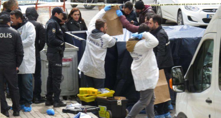 Kadıköy'de korkunç olay! Kağıt toplayıcıları fark etti, çöpten kadın bacağı çıktı.