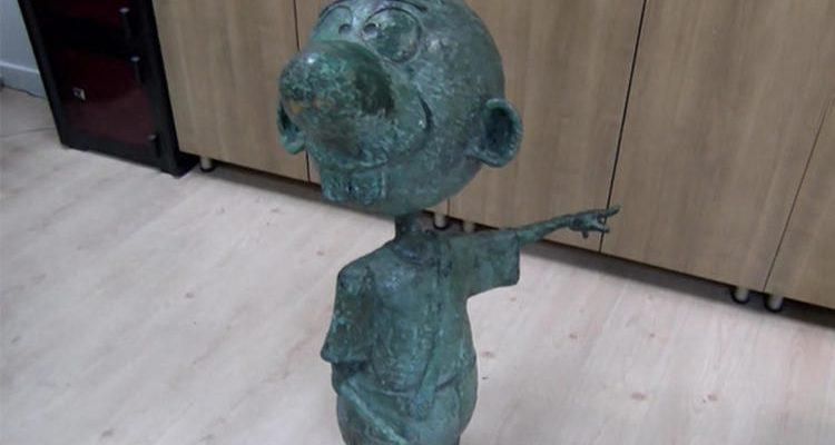 Çalınan 'Avanak Avni heykeli' davasında sanık tahliye edildi.