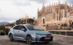 Toyota hibrit Corolla'nın fiyatını açıkladı.