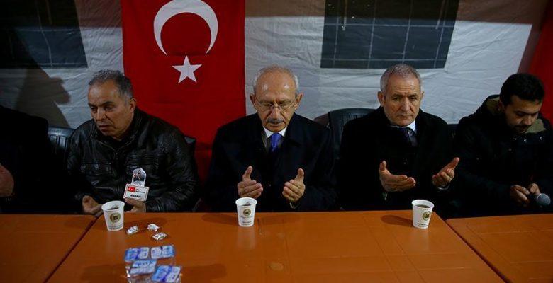 Kılıçdaroğlu'ndan şehit evine taziye ziyareti.