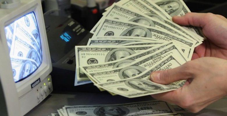 Dolar yatay seyrediyor.
