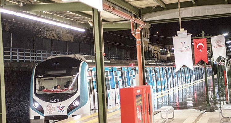 İstanbul Ekspresi… Banliyö hattının ilk gününde ilk seferde yolculuk yaptık.
