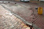 Kozluk'ta yoğun yağış nedeniyle yol çöktü.