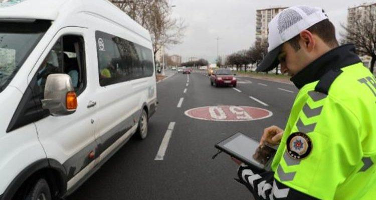 81 ilde 647 okul servisi trafikten men edildi.