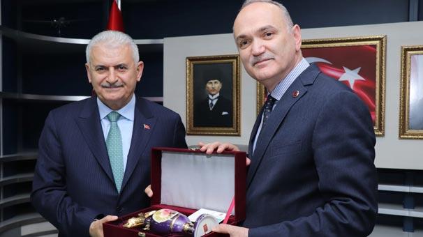 Binali Yıldırım'dan Düzce Belediye Başkanı Özlü'ye tebrik ziyareti.