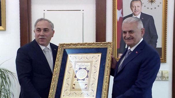 Binali Yıldırım, Fatih Belediyesi'ni ziyaret etti.
