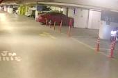 AVM'den motosiklet çalan hırsızlar kamerada