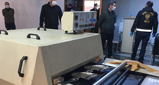 Ataşehir'de Kaçak Maske Üretimi Yapılan Atölyelere Baskın.